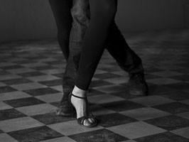 Pasos de una pareja de baile